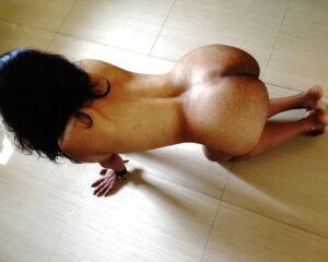 Hottie babe nude ass