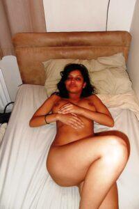 Juicy Indian girl nude xxx