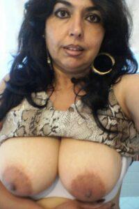 nude hottie boobs pic