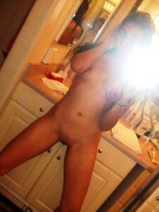 teen nude mirror selfie